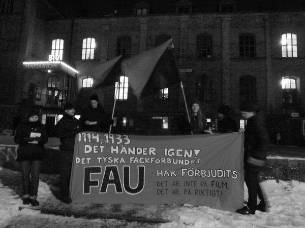 Göteborg, 30. Januar: Im Rahmen des Göteborger Filmfestivals protestierten Mitglieder der SAC mit einer Kundgebung und Flyeraktionen gegen das de facto-Gewerkschaftsverbot der FAU Berlin.