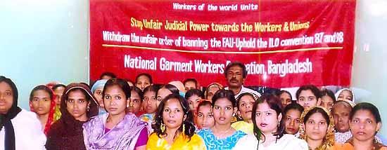Dhaka (Bangladesh), 30. Januar: Die TextilarbeiterInnengewerkschaft National Garment Workers Federation hielt in einem ihrer zentralen Büros eine Protestversammlung ab.