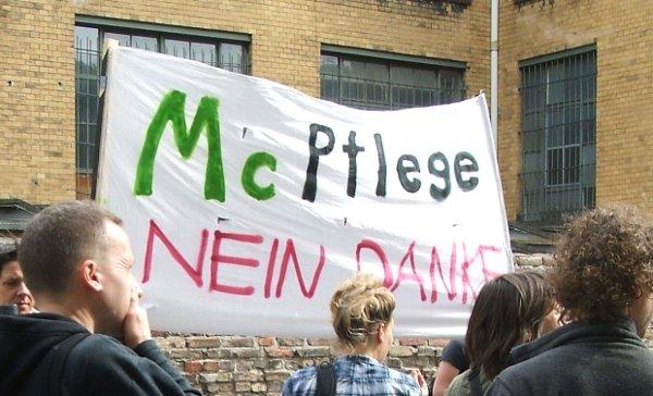 Protest gegen Lohnkürzungen bei den Berliner ambulanten diensten e.V. im Sommer 2008