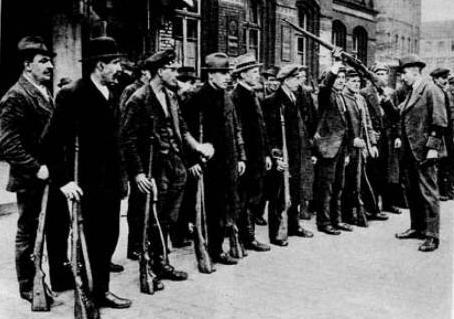 Freiwillige Arbeiter die sich spontan der Ruhrarmee gegen den Kapp-Putsch anschlossen.