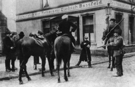 Ruhrarmisten an einer Straßensperre