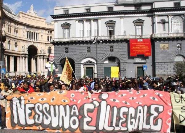 """Niemand ist illegal"". Demonstration am 1. März 2010 in Neapel (Bild: Indymedia Neapel)"