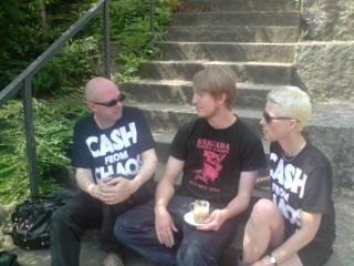 """Klaus-Peter, Marcus und Jorinde (von links nach rechts) bei der """"Arbeit"""""""