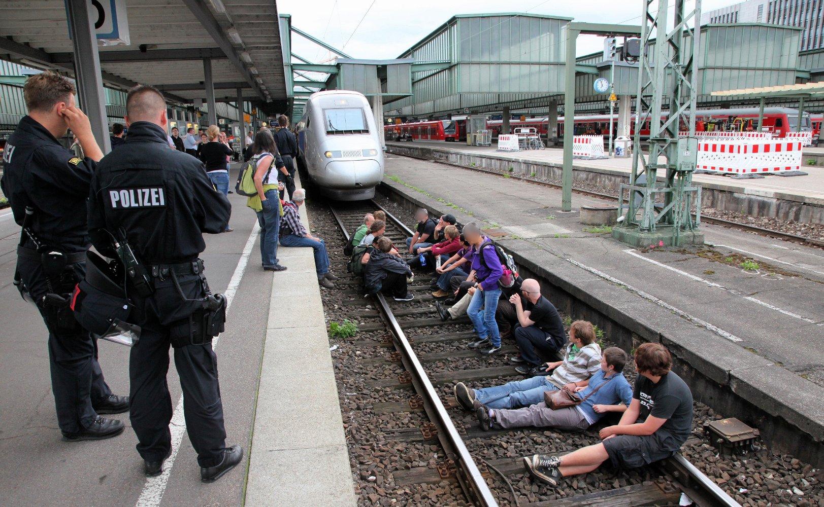 Blockade des TGV am Tag X (Foto: Thomas Trueten, Umbruch Bildarchiv Berlin)