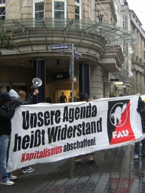 Symbolische Besetzung der Industrie- und Handelskammer (IHK) in Frankfurt am Main