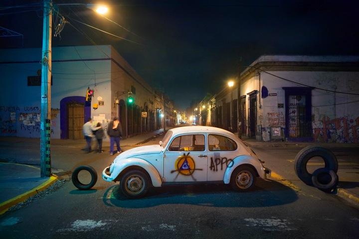 """Viele von Hinrichs Fotos gingen um die Welt - wie etwa der """"Anarcho-Käfer"""" aus Oaxaca"""