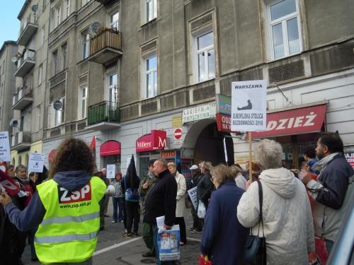 Von der ZSP organisierte Versammlung. Das Gebäude war das erste, das im Zuge des Mietstreiks vor der Privatisierung gerettet werden konnte.