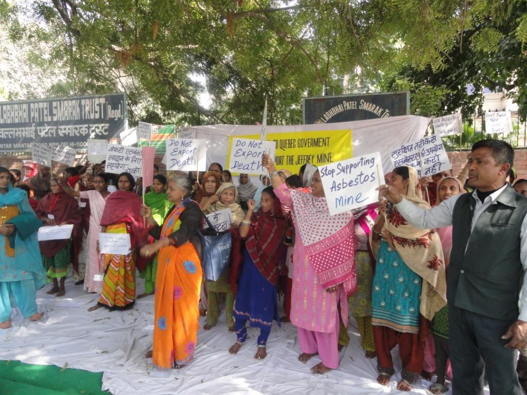Proteste indischer ArbeiterInnen Anfang Februar in Delhi gegen die Asbestpolitik Kanadas