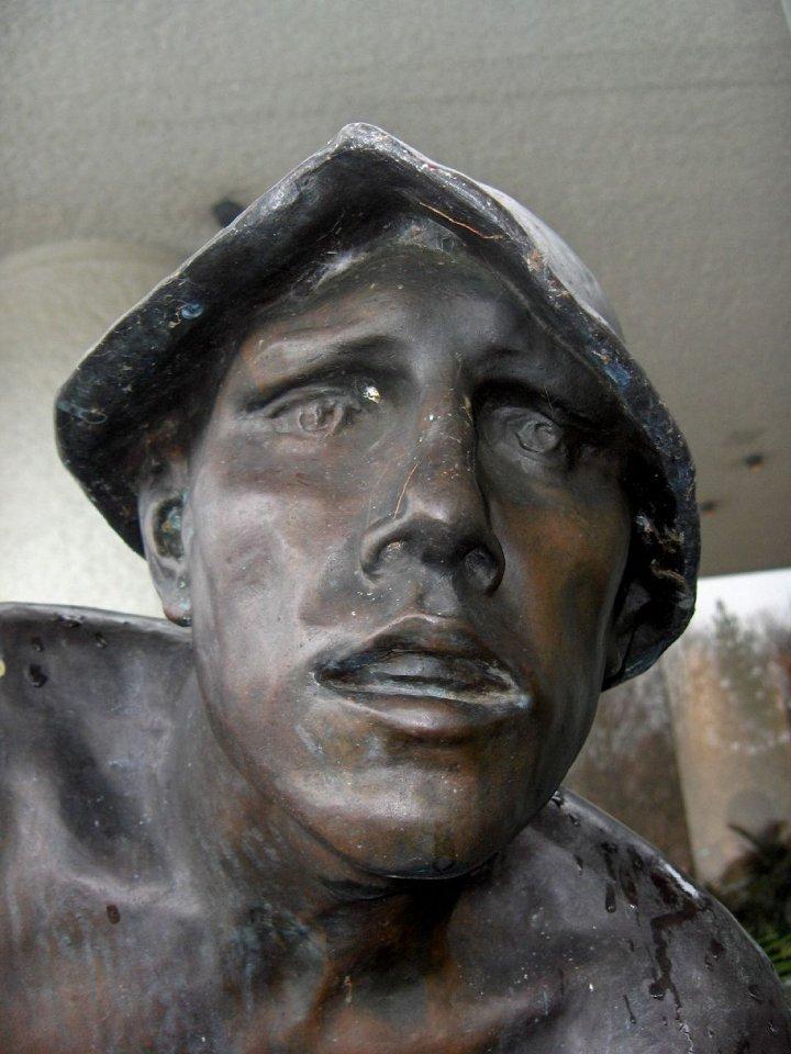 Statue eines ausgebeuteten Arbeiters, ILO in Genf. Foto: Melanie & John Kots