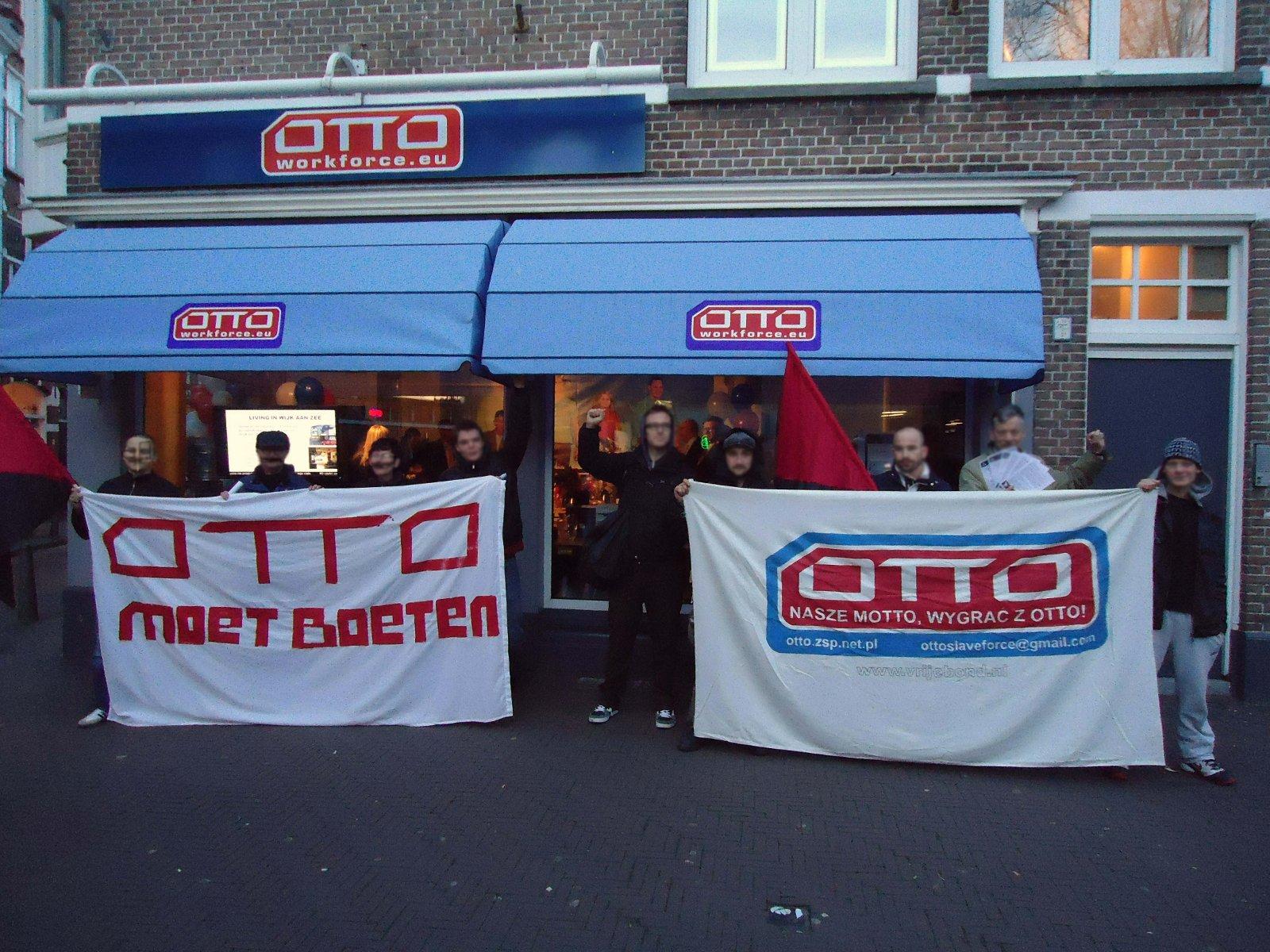 """""""OTTO muss zahlen"""". Protestaktion gegen OTTO in Den Haag."""