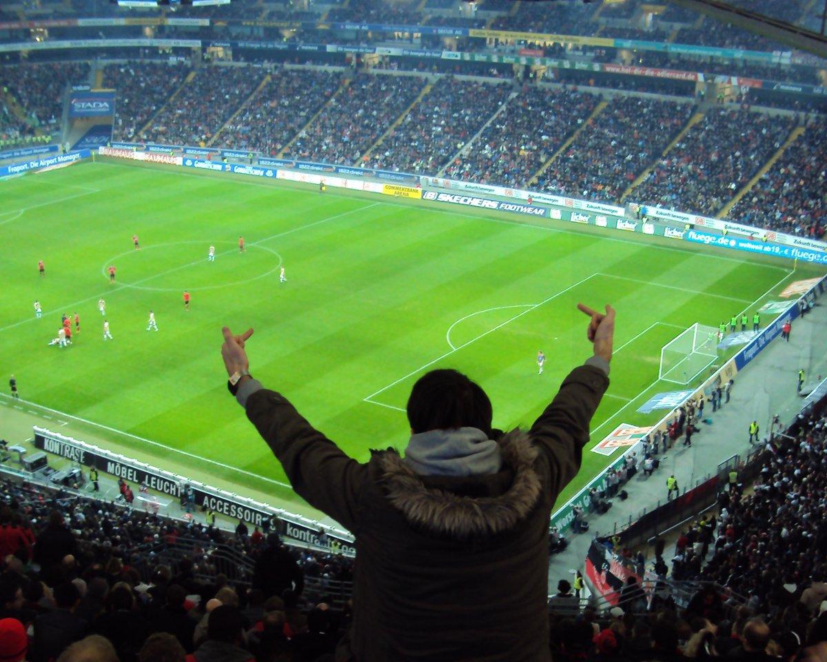 Findet keinen Gefallen am Sport-Event: Ein Fan von Eintracht Frankfurt im Februar 2011 (Foto: MPC)