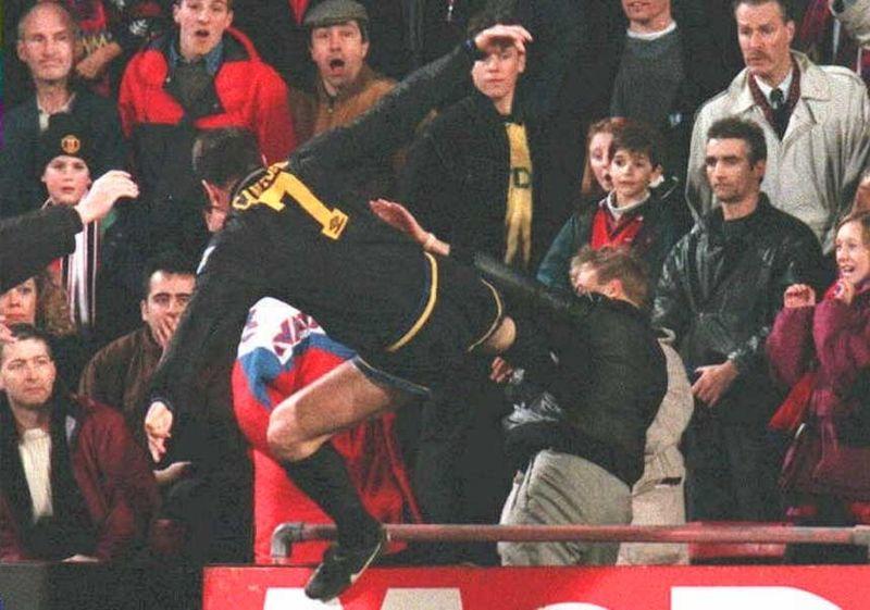Auch für Sportler bringt Courage am Arbeitsplatz Risiken mit sich. Für seinen Kung-Fu-Kick gegen einen rassistisch pöbelnden Nazi erhielt Eric Cantona 1995 ein halbjähriges Berufsverbot.