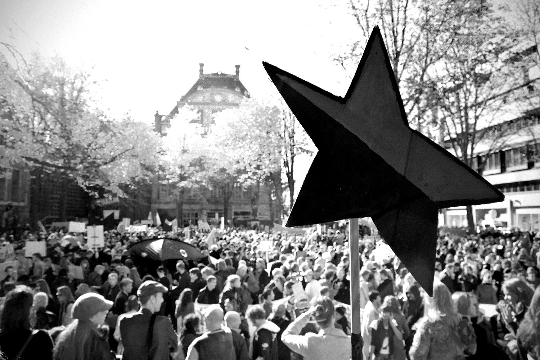 Proteste gegen die Amsterdamer Stadtpolitik (Foto: Gales Gates)