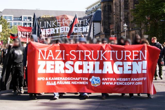 Demo gegen Nazizentrum in der Odermannstraße 8 (Leipzig) am 26.11.2011 - Die geplante Veranstaltung mit Rechtsterrorist Karl-Heinz Hoffmann wurde vorher abgesagt (Foto: indymedia)