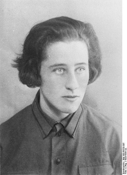 Olga Benario, die bekannteste Heldin des Romans, wurde in den Ländern des Ostblocks jahrzehntelang heroisiert und ist heute beinahe vergessen.