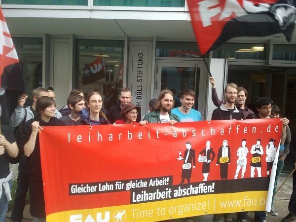 Die FAU Berlin mit einer Kundgebung vor der Heinrich-Böll-Stiftung Ende Juni
