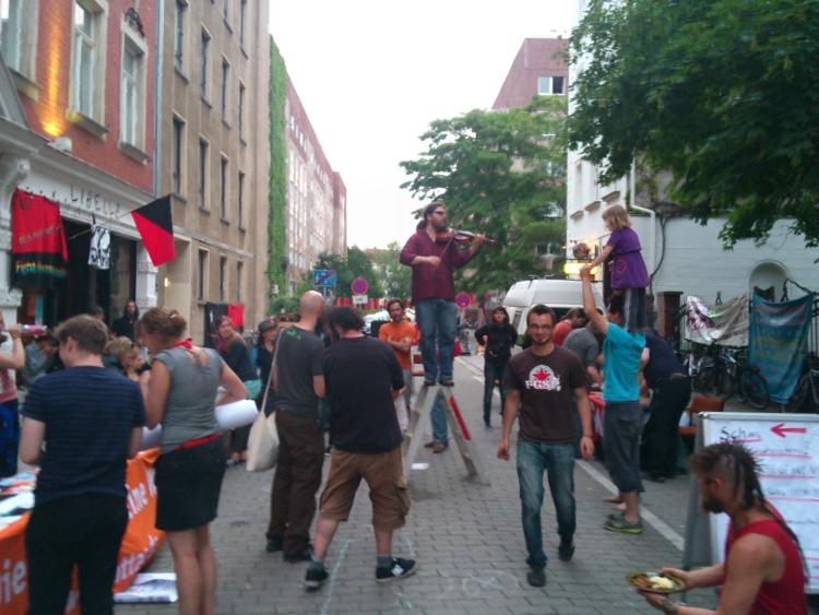 Mit 'a las barricadas' wurden die BesucherInnen vom Fest verabschiedet.