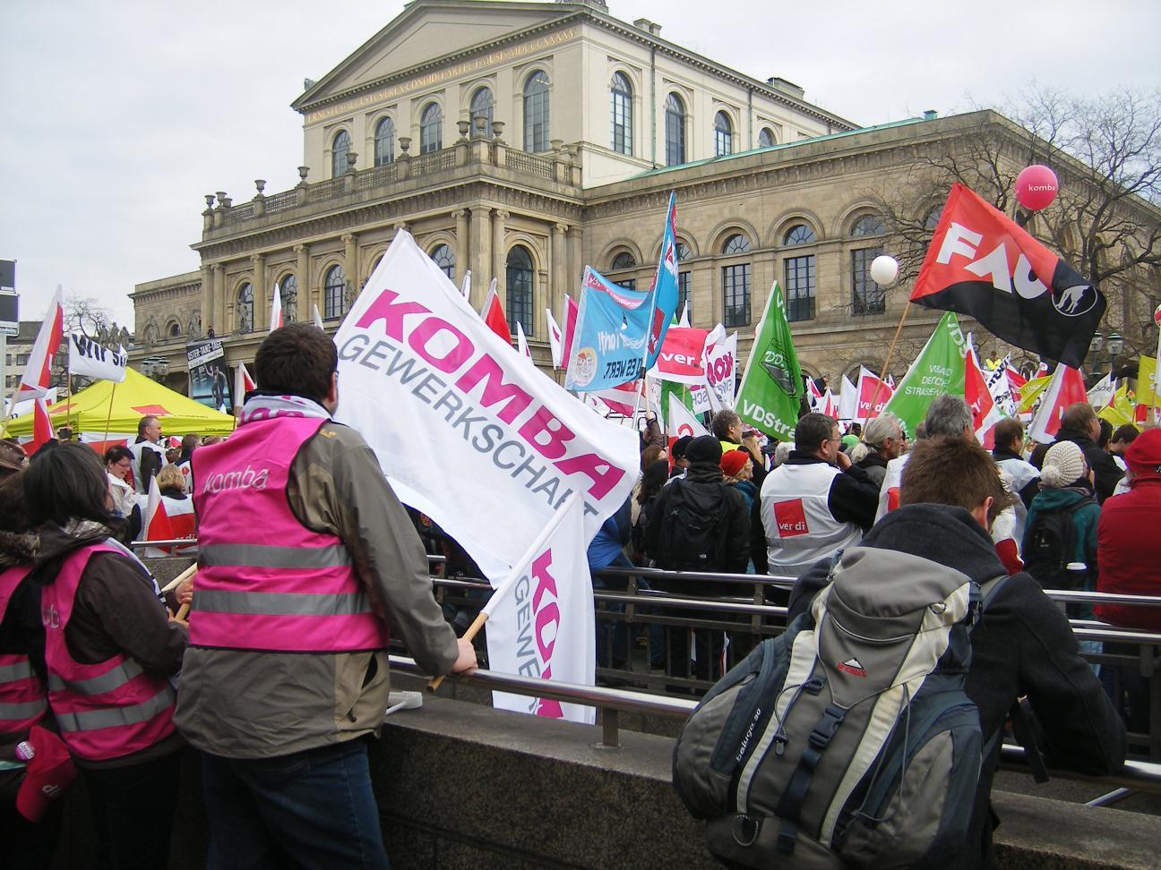 Auch in Hannover beteiligte sich die FAU an den Warnstreiks im öffentlichen Dienst, hier am 25.3.2014 auf dem Opernplatz.