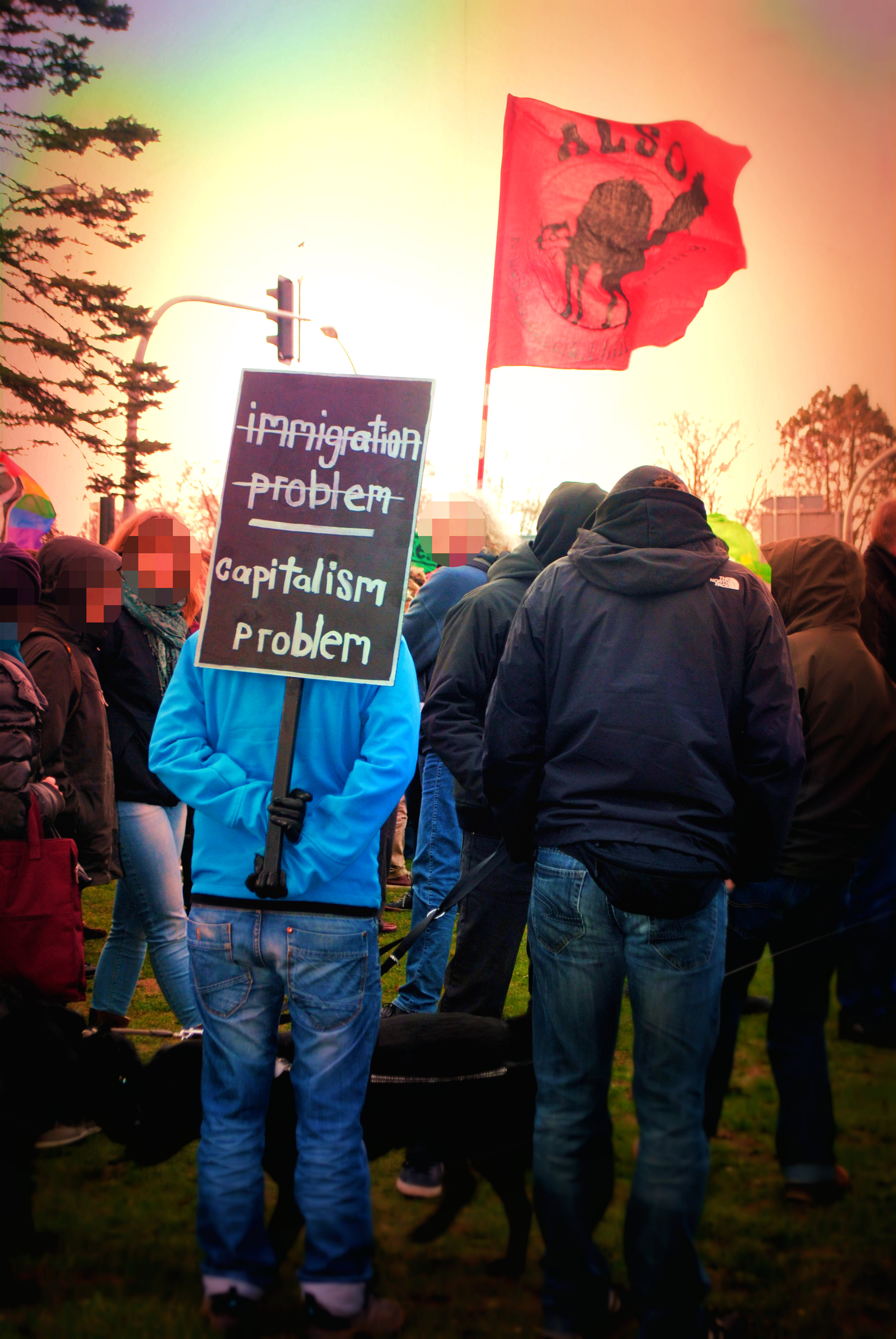 Bildunterschrift: Solidarität mit den betroffenen ArbeiterInnen: Am 15.3. demonstrierten etwa 200 Menschen in Emsdetten. (Quelle: Offenes Antirassistisches Treffen Emsdetten)