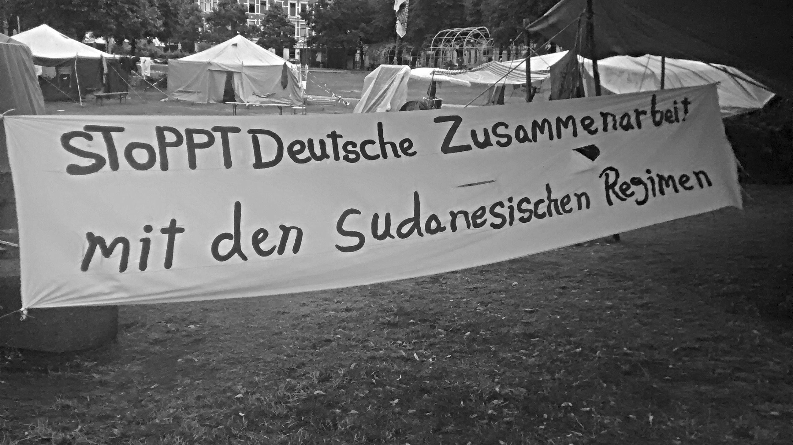 Sind durch die deutsche Diplomatie in ihrem Leben bedroht: Sudanesische Flüchtlinge auf dem Refugee Protest Camp Hannover. Weitere Informationen über das Camp auf ageeb1999.wordpress.com