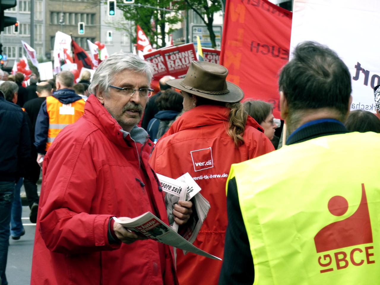 Axel im Gespräch mit einem Gewerkschafter der IG BCE