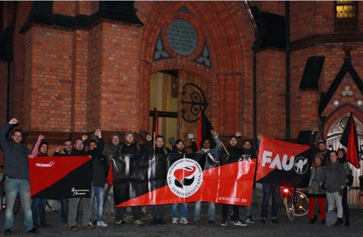 Solidaritätsaktion vor der Stadtkirche von Umeå durch die SAC am 12. Oktober vor der Abendmesse