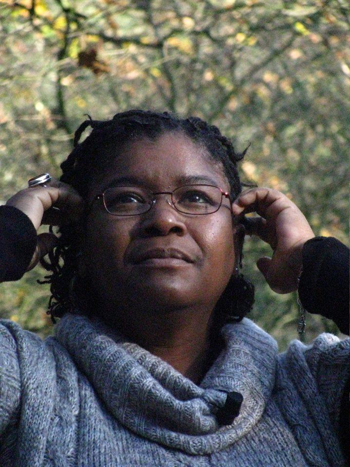 Die Journalistin Sandra Abd'Allah-Alvarez Ramírez betreibt den Blog negracubanateniaqueser.com, ist bei den Global Voices aktiv und hat bei dem selbst organisierten Radio Flora in Hannover eine kubanische Kultursendung