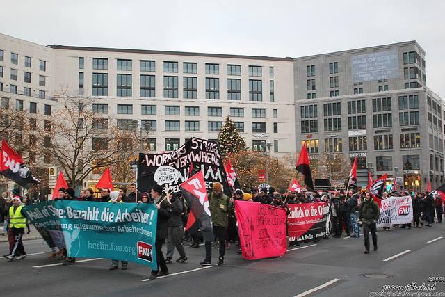 Fast 400 Demonstrierende am Nikolaustag 2014 gegen die üble Ausbeutung