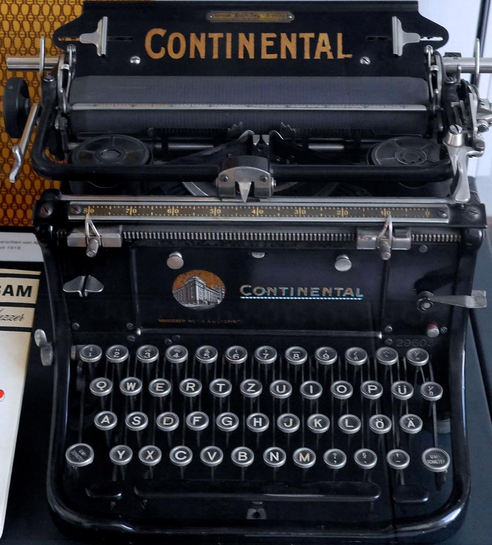 Auch in Meiningen zu sehen - die originale Schreibmaschine von Erich Mühsam als Exponat von der EMG geliehen