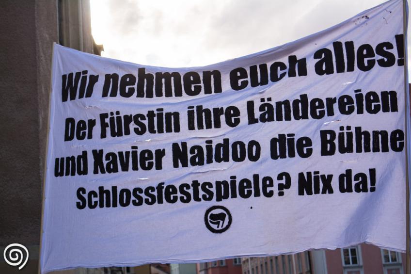 Protest gegen Naidoo bei den fürstlichen Schlossfestspielen in Regensburg 2015