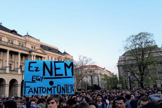 Demonstration gegen die Schließung der CEU in Budapest