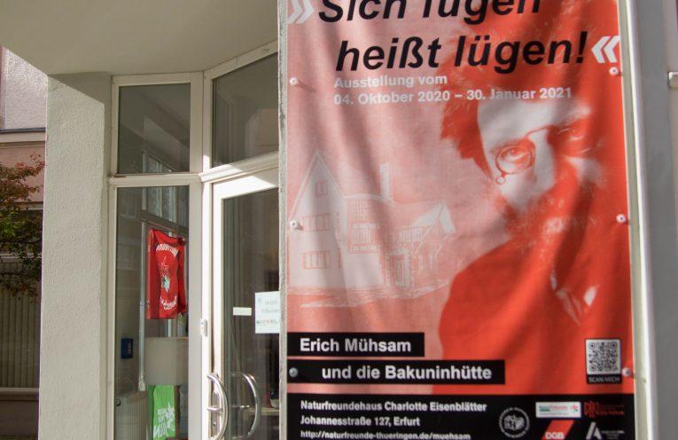 Ausstellungsbanner am Naturfreundehaus