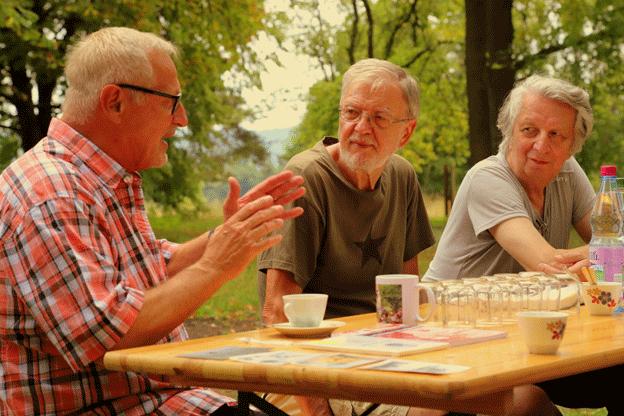 Liedermacher Konstantin Wecker im Gespräch mit Vereinsmitgliedern